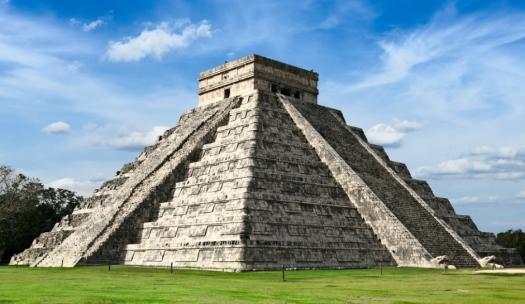 Mayan-pyramid-Temple-of-Kukulkan